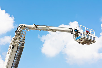 Articulated aerial hydraulic platform