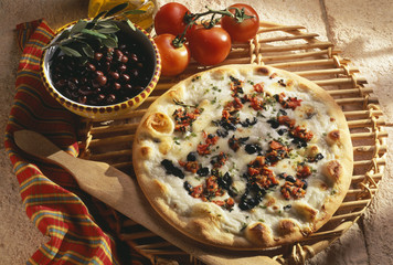 Gorgonzola and mozzarella pizza