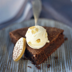 Reine de Saba chocolate and almond cake with calisson ice cream