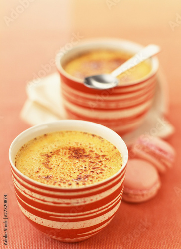 Creme brulée with saffron
