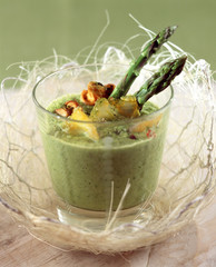 Creamed asparagus and tea soup