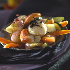 Scallops and vegetables with tea-flavored oil