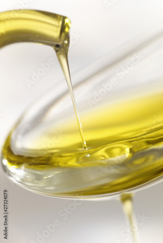 dash of olive oil filling spoon