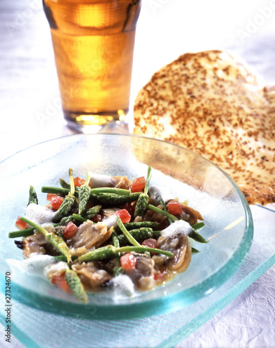 Carpet-shell-clams and wild asparagus with beer foam