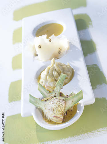 Raw artichokes,pecorino with pepper,cream of artichoke with rape seed oil