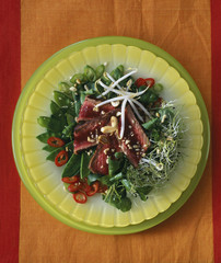 Beef salad with peanuts