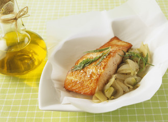 Salmon and chocory with tarragon papillote