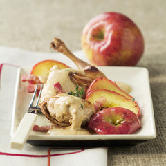 Rabbit with apples and cider sauce
