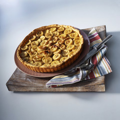 Banana and cardamom tart