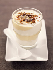 Lemon and light mascarpone cream dessert