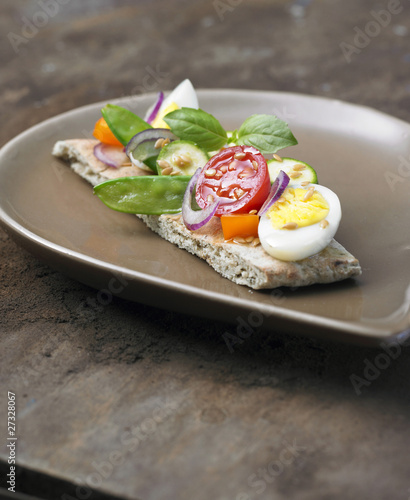 Lebanese canapé with raw vegetables