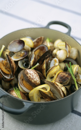 Cockles and carpet-shell-clams in casserole dish