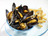 Mussels marinieres with French fries