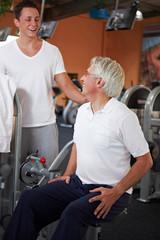 Rückenübung im Fitnesscenter