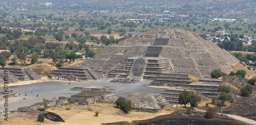 moon pyramid of teotihuacan - 27341639