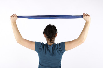 Junge Frau mit Gymnastikband