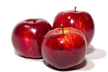 Drei frische rote Äpfel