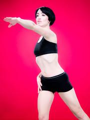 Femme faisant du sport - fond rouge