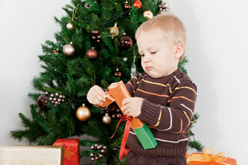 Baby boy opening the christmas-box