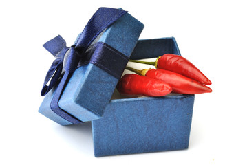 Scatola regalo con peperoncini