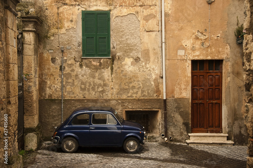maly-zabytkowy-samochod