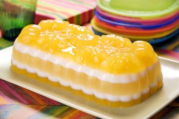 Delicioso postre de gelatina multicolor