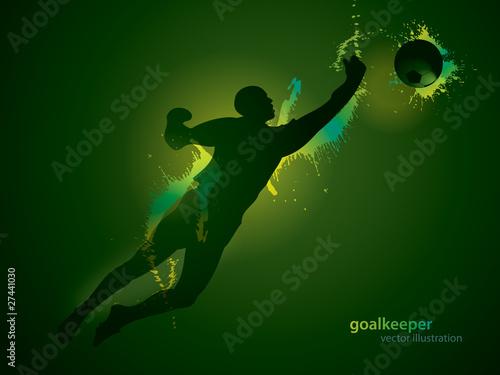 Bramkarz piłkarski łapie piłkę na ciemnym tle