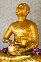 Buddha statue at Wat Kaopra temple