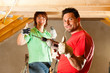 Paar beim Heimwerken und Ausbau