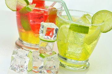 cocktails with lime and ice