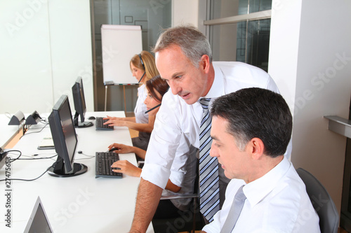 Groupe de commerciaux en formation