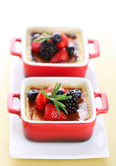 Creme brulee with fresh berries