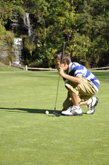 young boy golfing