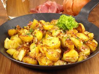 Bratkartoffeln in der Pfanne