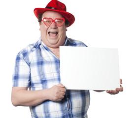 homme drôle joyeux montrant une pancarte