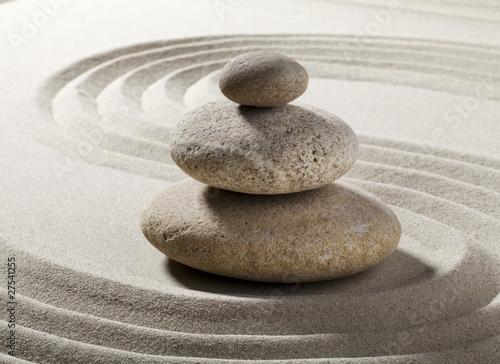 jardin zen avec sable et galets