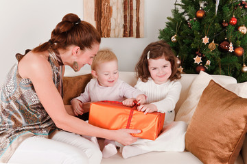 Mother present Christmas-box to her daughters