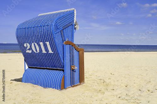 2011 blauer strandkorb am meer von montebelli lizenzfreies foto 27566608 auf. Black Bedroom Furniture Sets. Home Design Ideas
