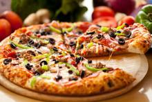 "Постер, картина, фотообои ""Supreme Pizza lifted slice 3"""