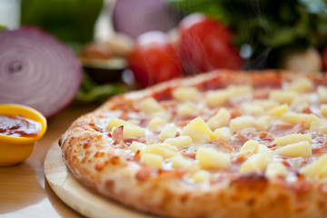 Hawaiian Pizza full Close up 3