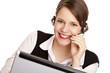 Frau mit headset lacht glücklich und telefoniert