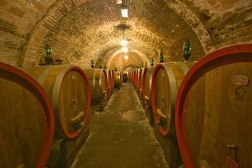 Toscana, antiche cantine a Montepulciano