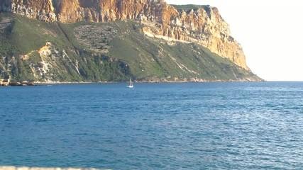 Nageur dans la baie de Cassis