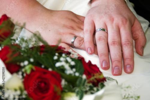 Eheringe und Brautstrauß - 27599250