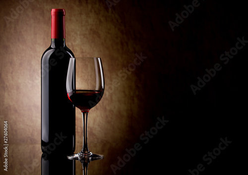 Leinwanddruck Bild bottle with red wine and glass and grapes