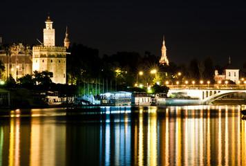 Goldturm und Guadalquivir, Sevilla bei Nacht