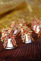 campanelle in ottone con fiocchi