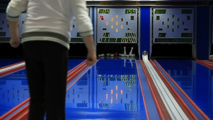 Nine pin bowling strike