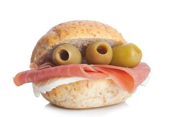 Panino con prosciutto crudo, mozzarella e olive