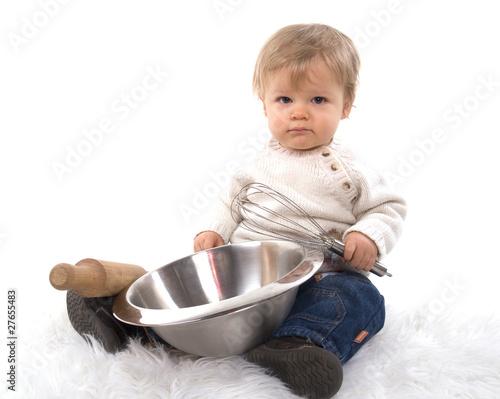 enfant de un an qui fait la cuisine de magalice photo libre de droits 27655483 sur. Black Bedroom Furniture Sets. Home Design Ideas